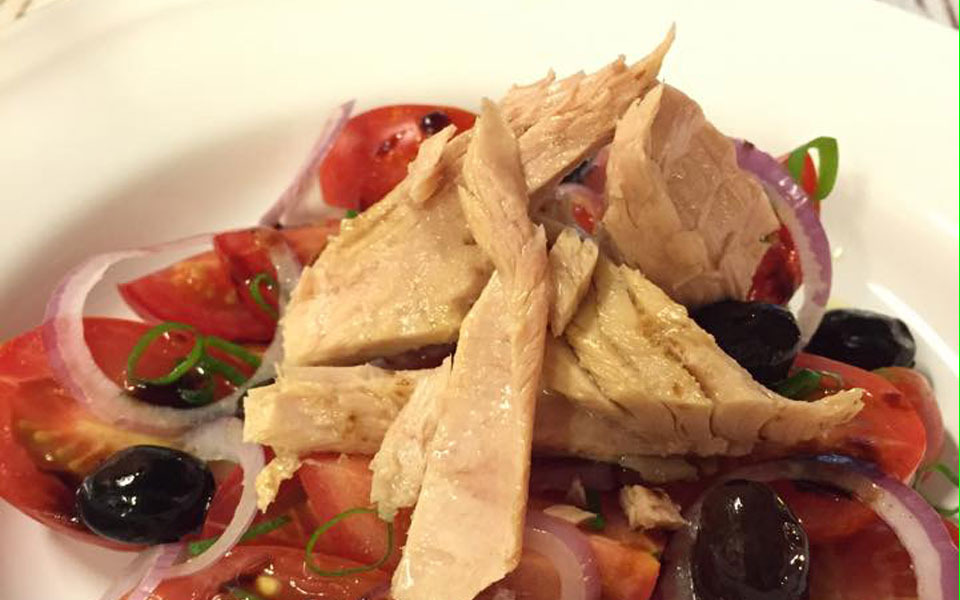 Tuna belly salad