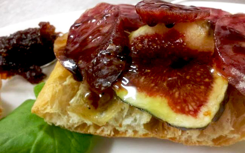 Figs with honey pie