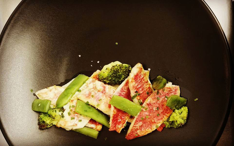 Red mullet grilled with celery, broccoli and beans