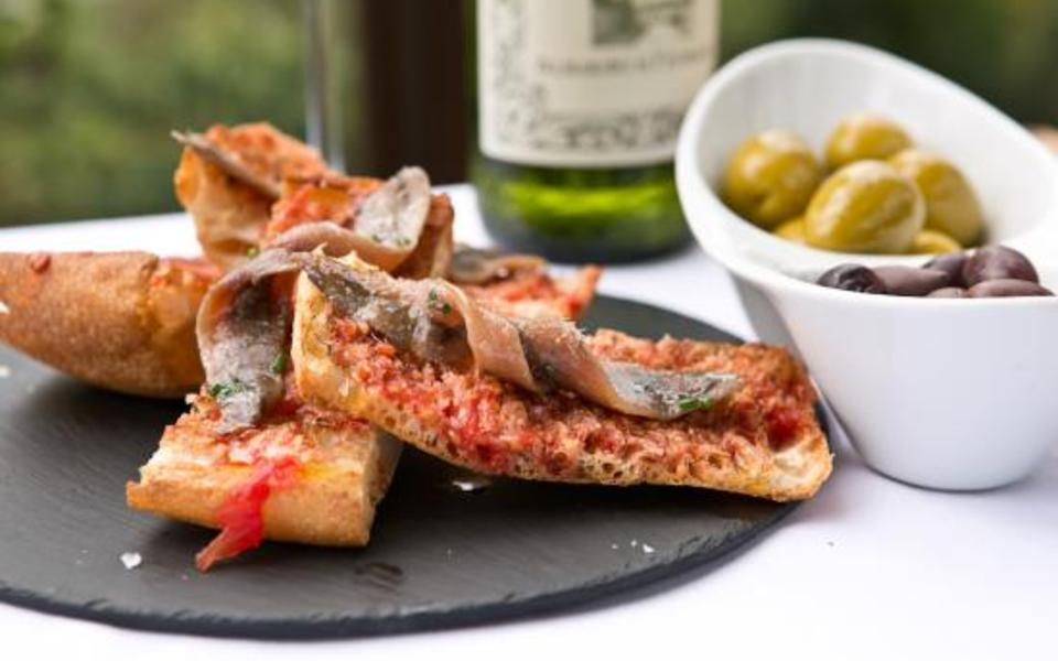 bread with tomato and anchovies
